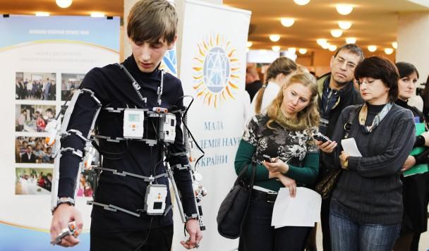 Экзоскелет для бабушки: как киевлянин создал костюм для реабилитации конечностей