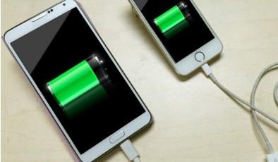 Лайфхак дня: как подзарядить один телефон от другого
