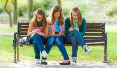 Подростки online: как смартфоны влияют на нервную систему