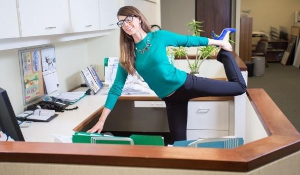 Офисная йога: 3 совета тем, у кого сидячая работа