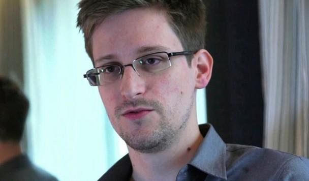 Сноуден изобрел устройство, предупреждающее о прослушивании смартфона