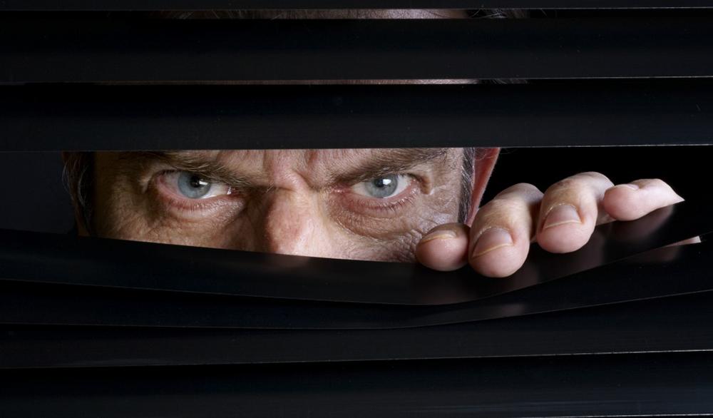 Кошмар параноика: За вами могут шпионить даже наушники