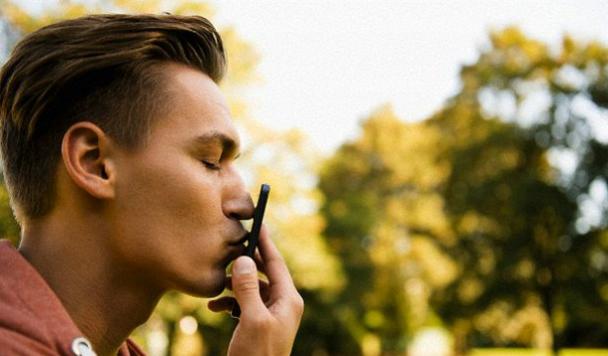 73% пользователей мессенджеров выражают свои чувства с помощью смайлов и эмодзи