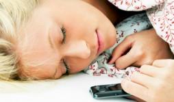 Можно ли оставлять телефон на зарядке на ночь