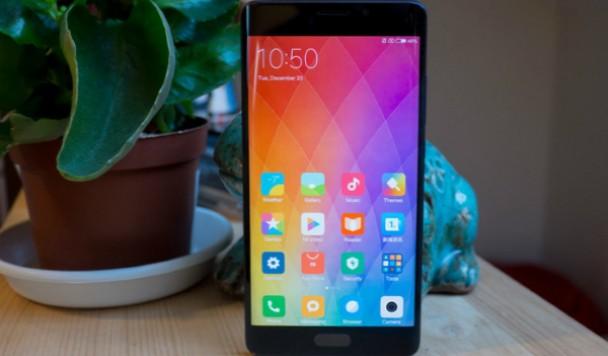 Stylus представил краткий обзор смартфона Xiaomi Mi Note 2