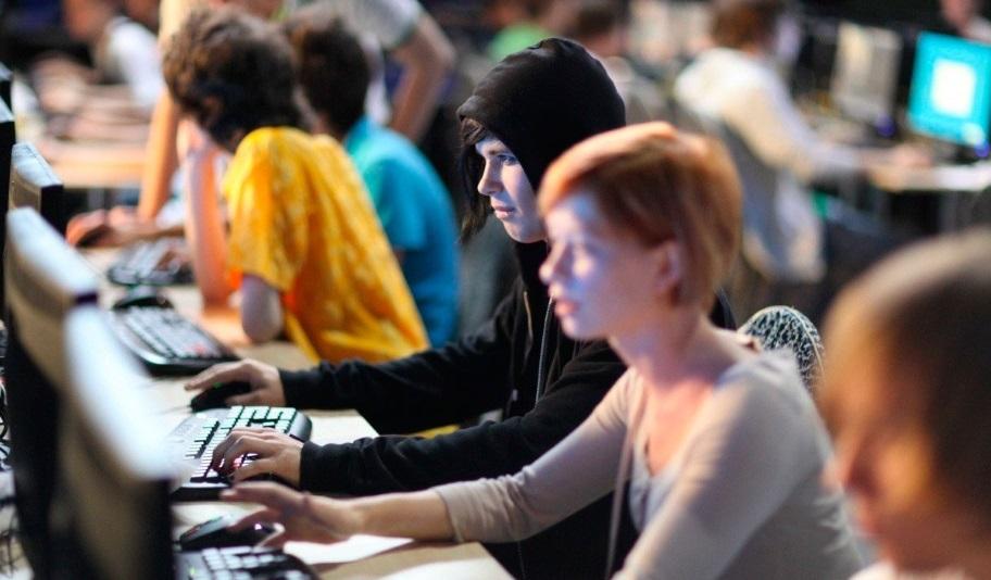 Хакеры или геймеры? Кто зарабатывает больше?