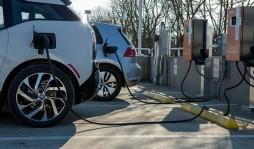Украинские АЗС хотят обязать устанавливать зарядки для электромобилей