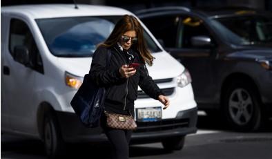 Может ли смартфон уберечь вас от попадания под машину?