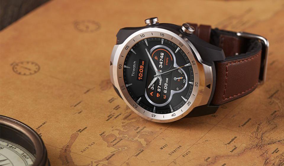 Как работают TicWatch Pro, первые смарт-часы с двумя дисплеями