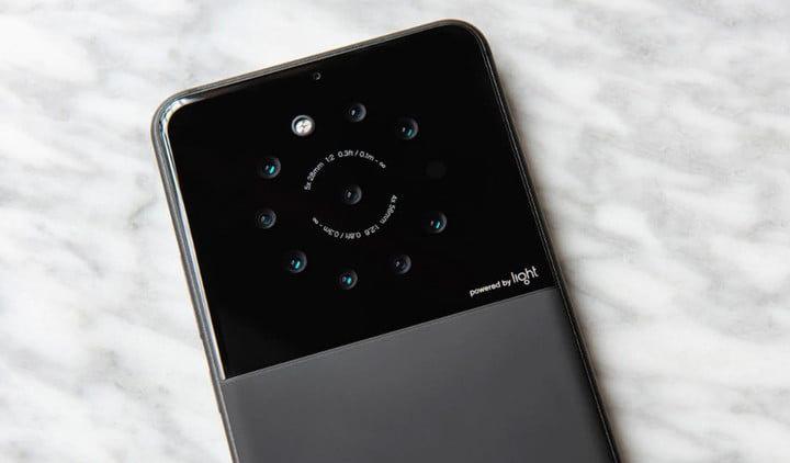 Зачем смартфону больше двух камер?
