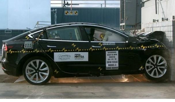 В США провели маштабные краш-тесты Tesla Model 3 (видео)