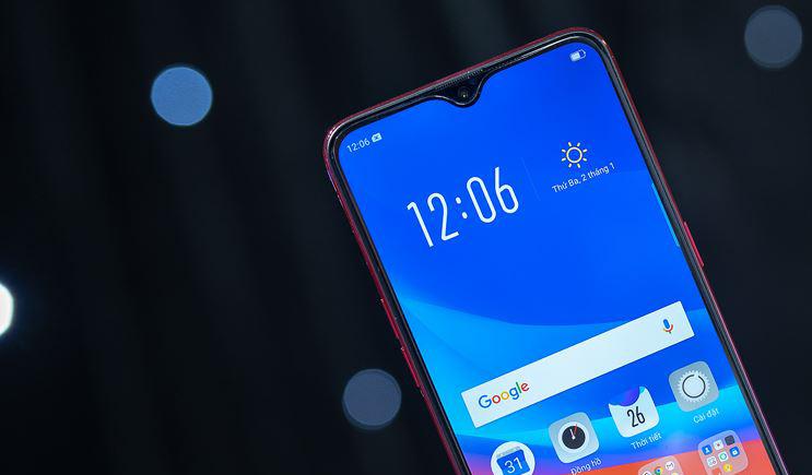 «Монобровь» на дисплее смартфона: Удачные и неудачные решения в дизайне