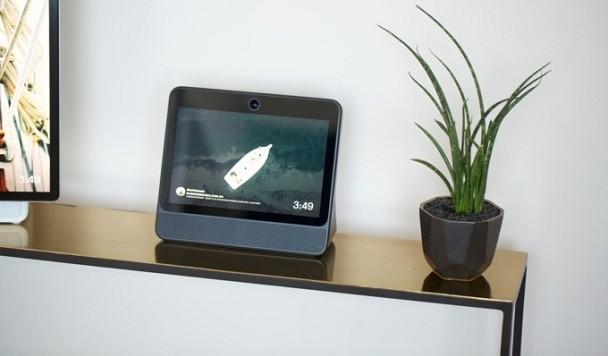 Facebook представил настольные «умные» экраны для видеозвонков