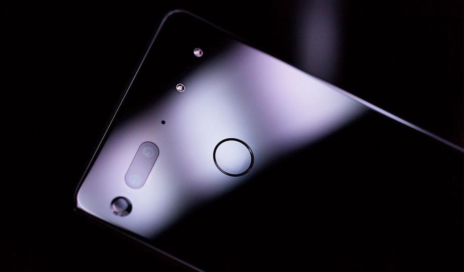"""Создатель Android разрабатывает первый """"смарт-смартфон"""" с личностью"""