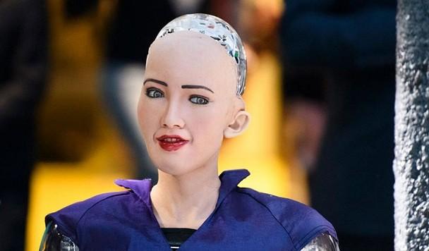 Робот София, обещавшая уничтожить человечество, приехала в Украину и пообщалась с Гройсманом
