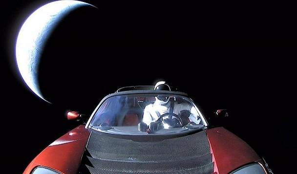 Отправленная в космос Tesla пролетела мимо Марса