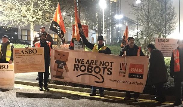 Складские работники Amazon устроили забастовку в «Черную пятницу»