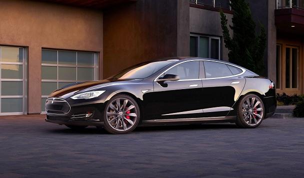 В США пьяный водитель заснул за рулем Tesla. Автопилот продолжил езду на высокой скорости.