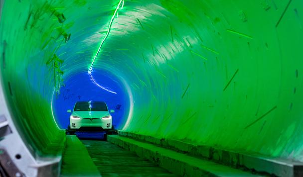 Работа подземного туннеля для автомобилей Boring Company продемонстрирована изнутри (видео)