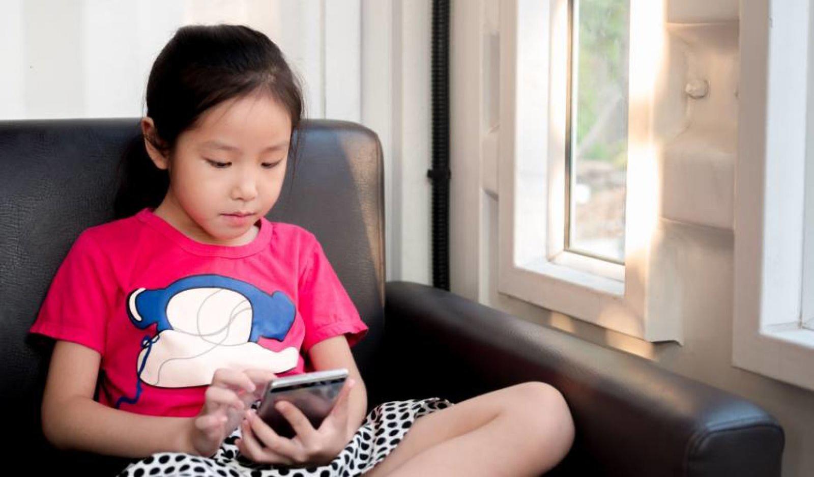Японцы обвинили смартфоны в повальном ухудшении зрения молодежи