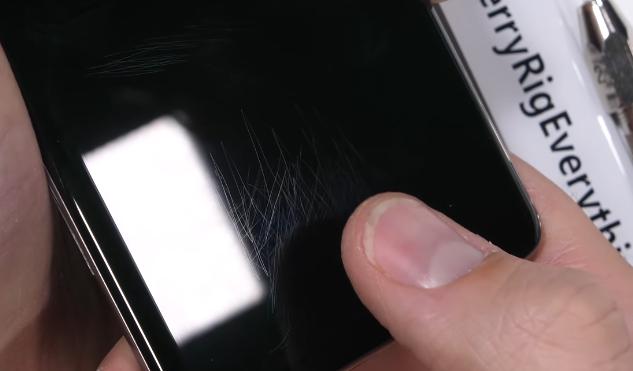 Ультразвуковой сканер отпечатков не боится царапин, но ломается из-за трещин