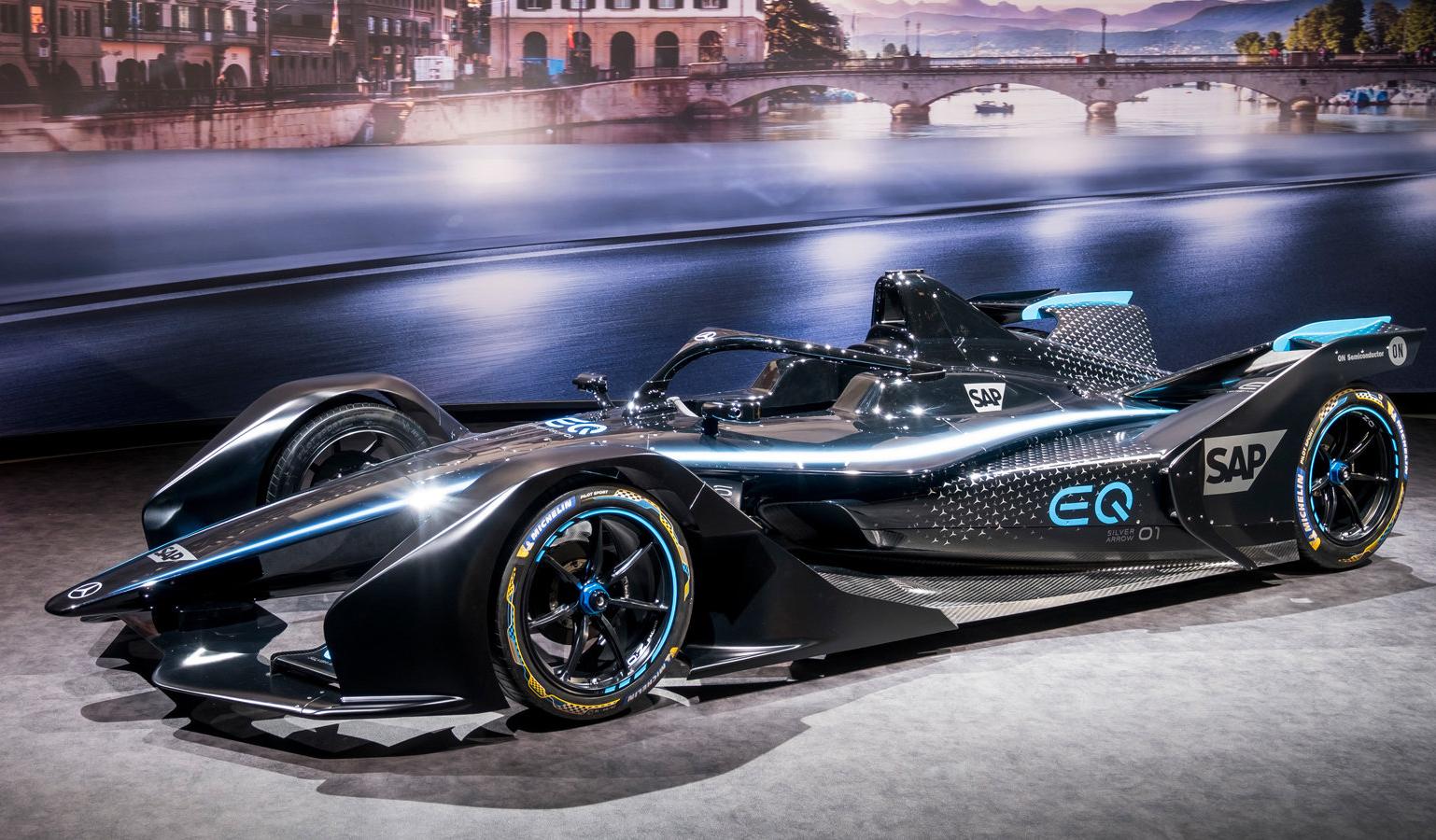 Mercedes представил свой первый гоночный электромобиль класса Formula E