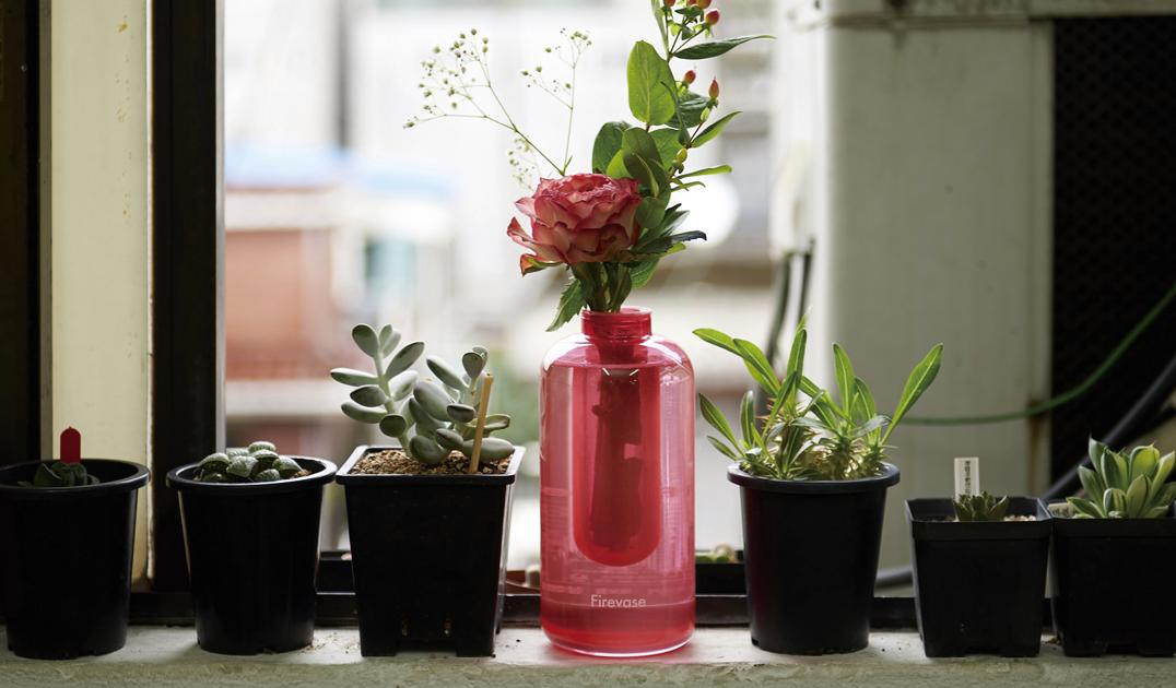 Samsung представил вазу для цветов со встроенным огнетушителем