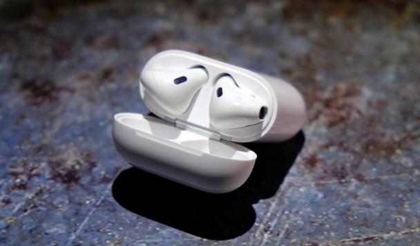 Amazon разрабатывает беспроводные наушники с голосовым ассистентом