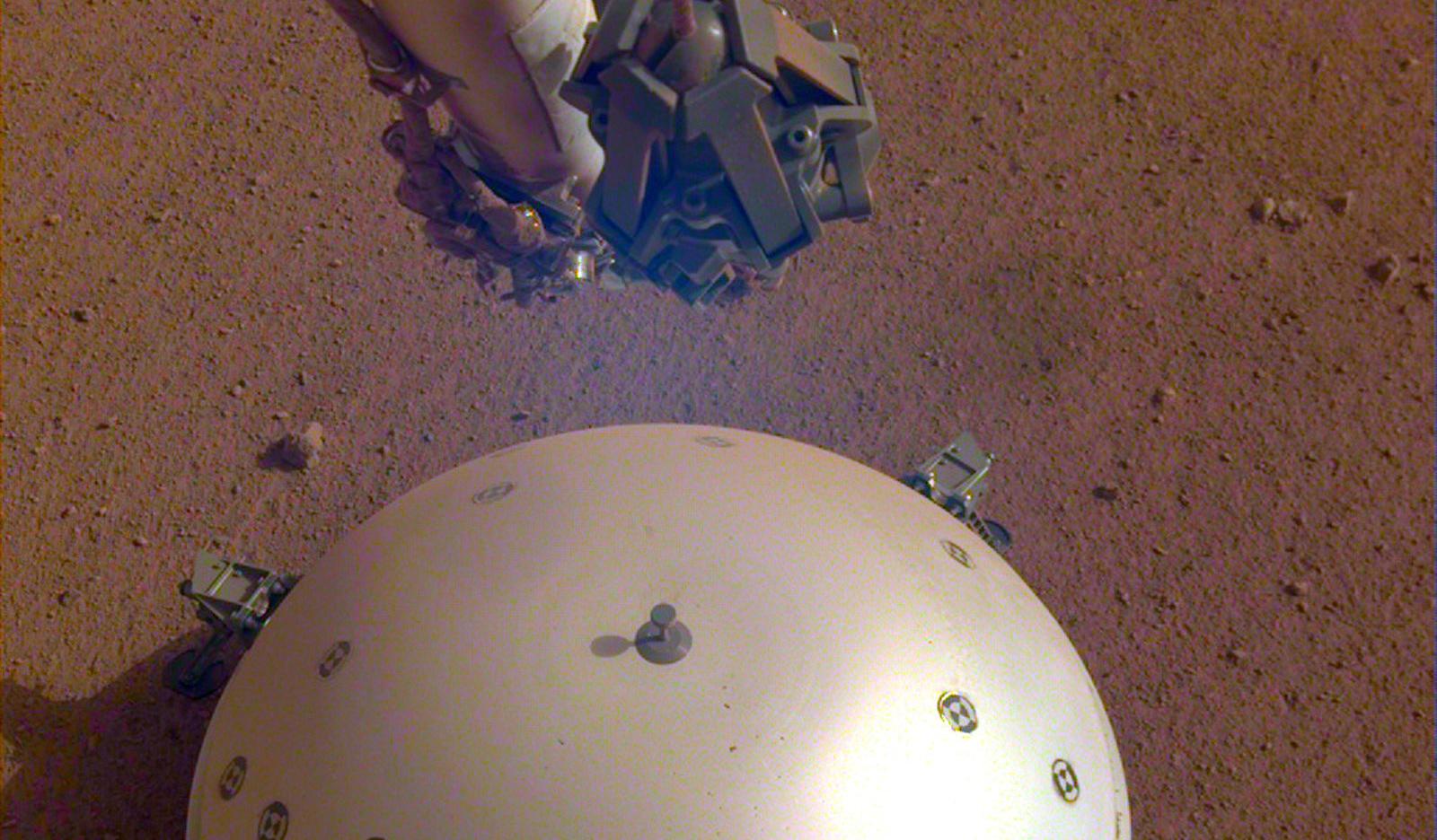 Марс жив! Станция InSight зафиксировала первые подземные толчки