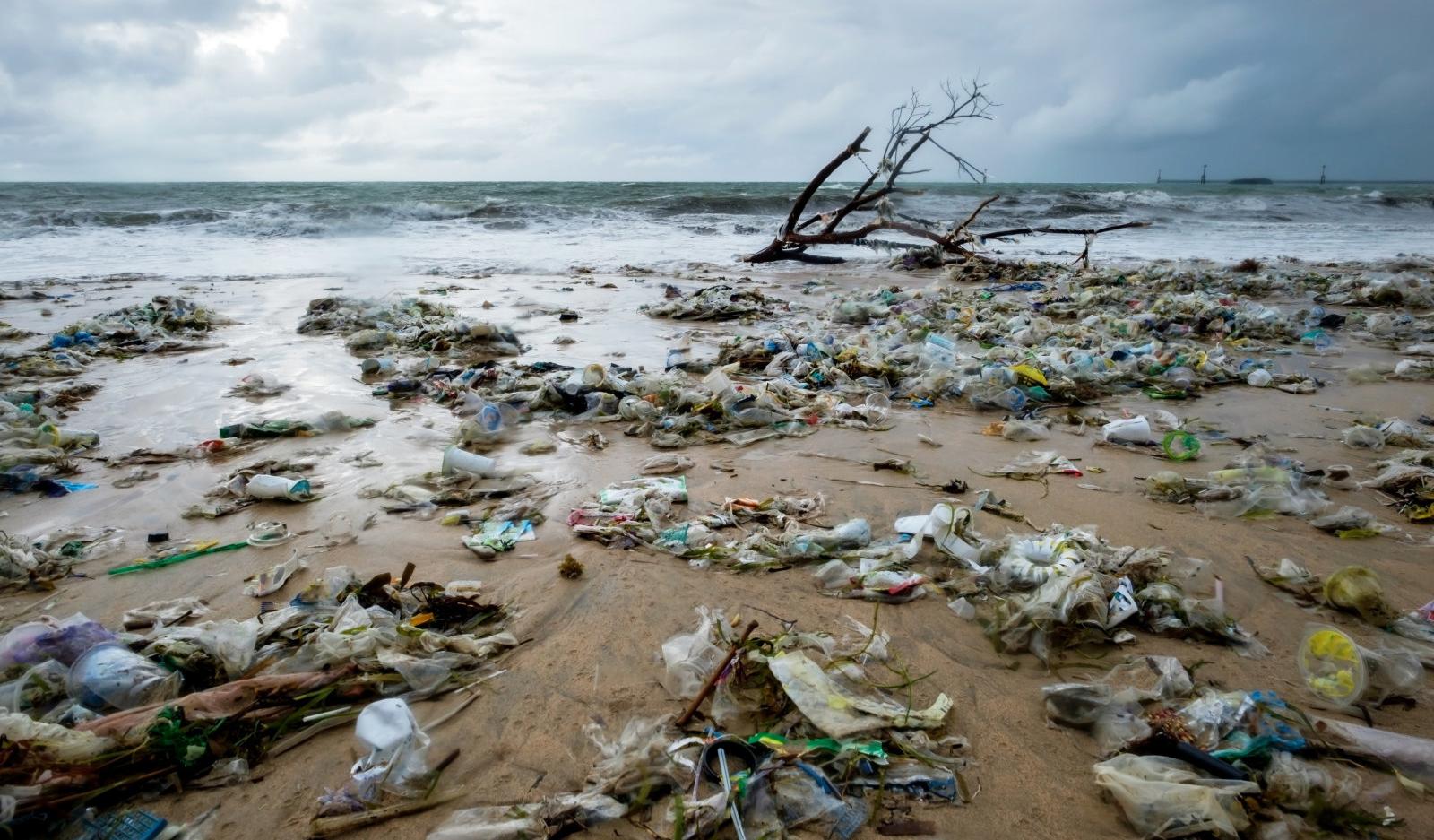 Разработан пластик, который можно перерабатывать бесконечно