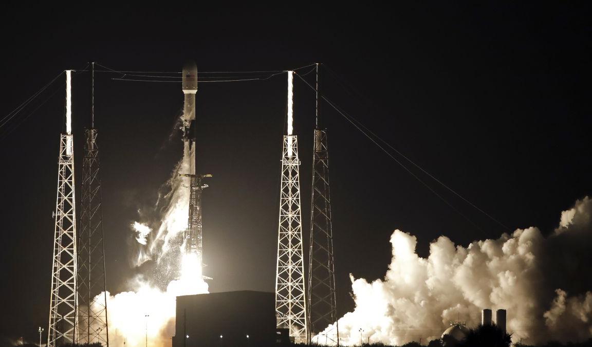Первые спутники орбитального интернета Starlink успешно вышли на орбиту