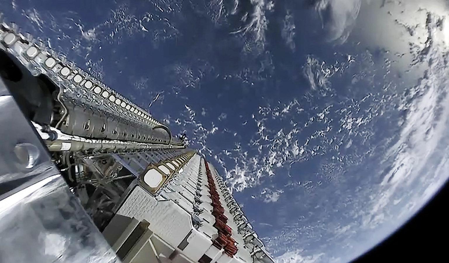 Первые спутники орбитального интернета встревожили астрономов