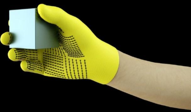 """Создана перчатка, позволяющая компьютеру """"чувствовать"""" человеческими руками"""