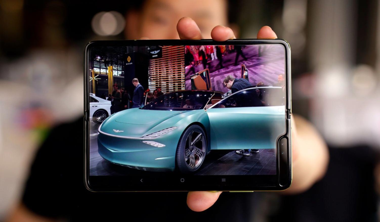Samsung не может назвать дату выхода складного смартфона