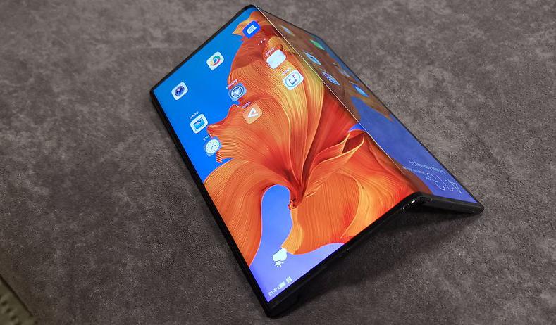 Huawei откладывает выход складного смартфона