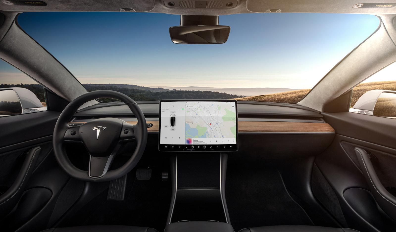 Водители переоценивают автопилот Tesla из-за его названия