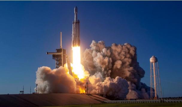 Смотрим в прямом эфире самый сложный запуск в истории SpaceX
