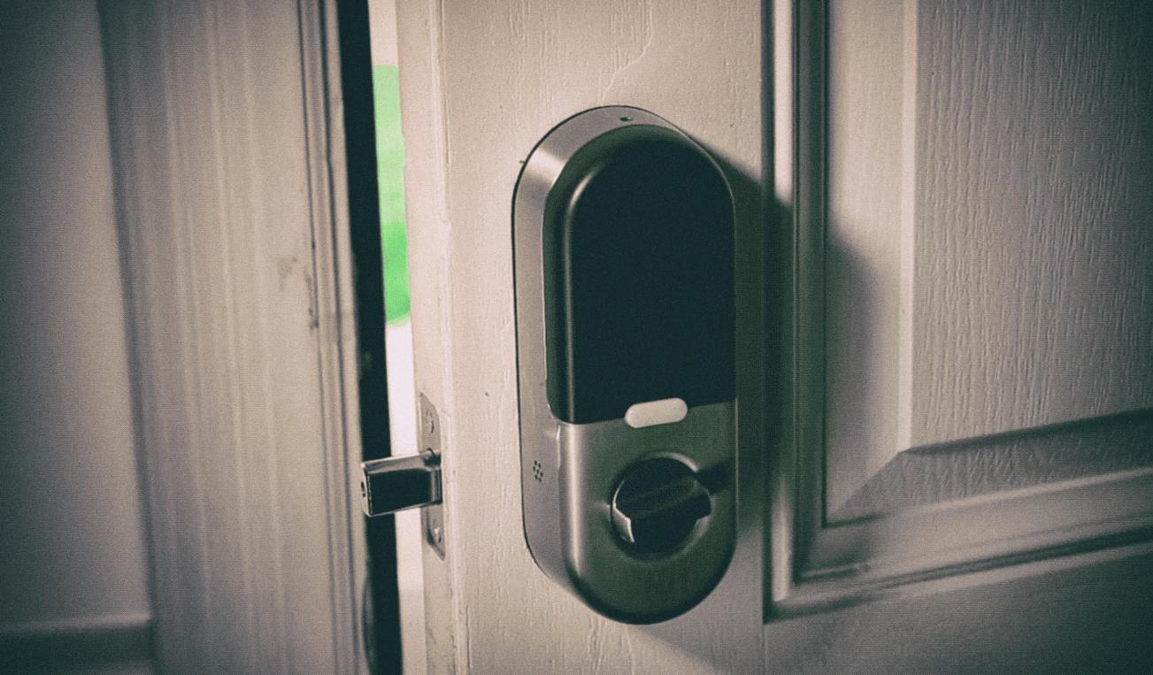 Уязвимость в смарт-хабе позволяет хакерам открывать замки умного дома