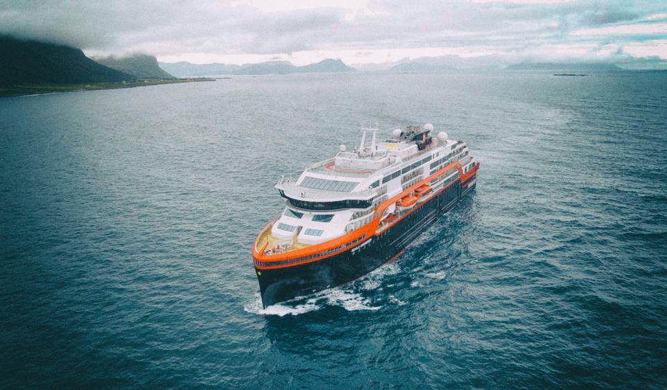 На воду спущен первый гибридный круизный лайнер