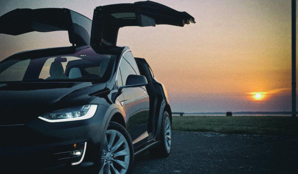 Электромобили Tesla сильно подорожают с появлением полного автопилота