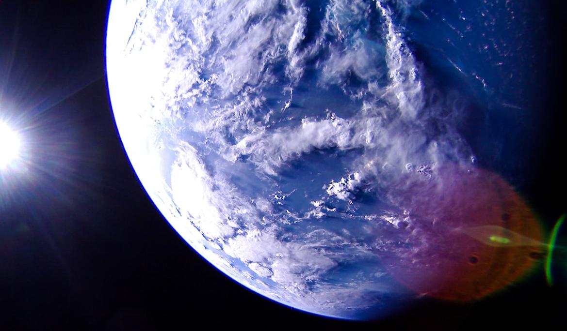 Солнечный парус LightSail 2 сделал пару потрясающих снимков Земли