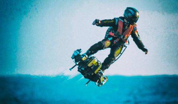 Изобретатель, пытавшийся перелететь через Ла-Манш на флайборде, рухнул в море