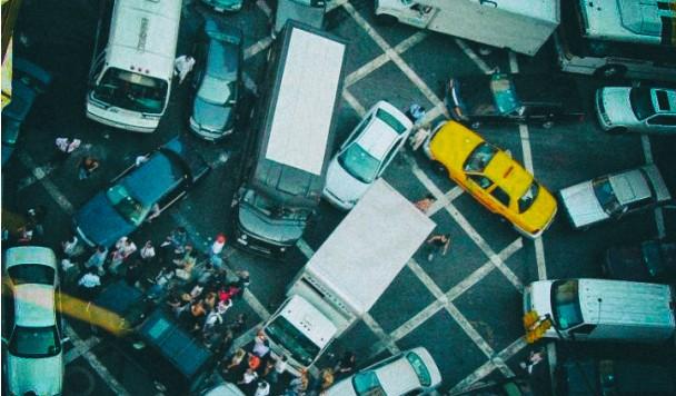 Взламывая подключенные к сети автомобили, хакеры смогут парализовать города
