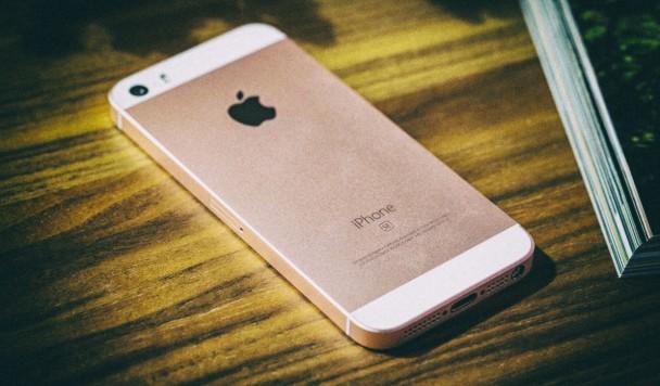 Отчет: Замена маленькому iPhone SE появится лишь в 2020