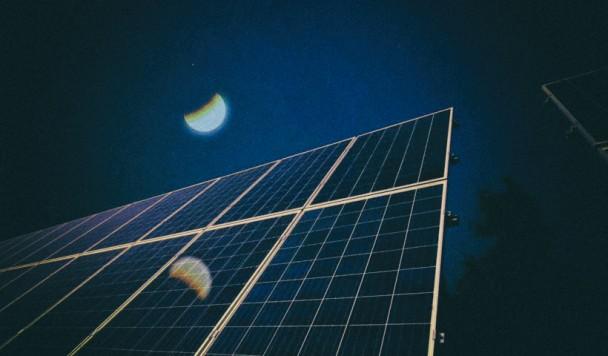 Разработаны солнечные панели, способные генерировать электричество даже ночью