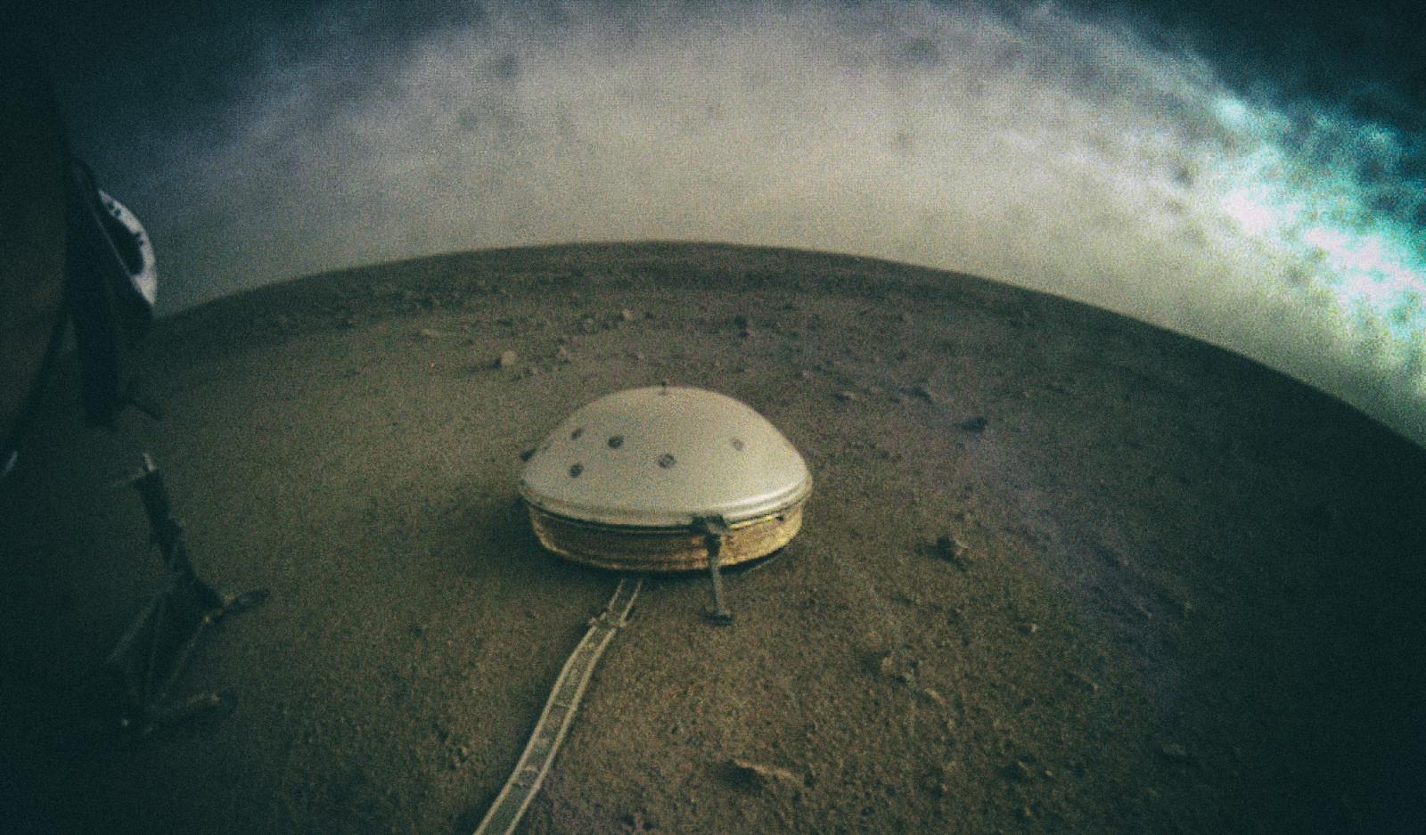 NASA поделилось странными звуками, записанными сейсмометром на Марсе