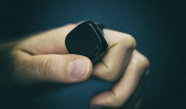 Apple запатентовала умное кольцо, напоминающее Apple Watch для пальцев
