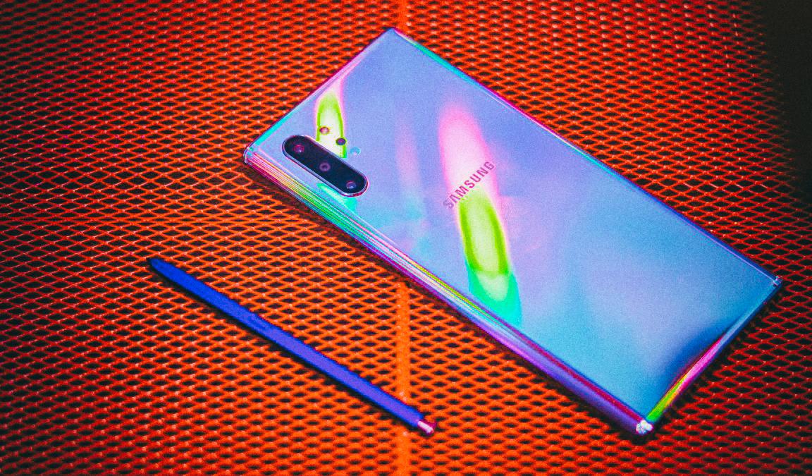 Samsung анонсировал мощный чипсет для смартфонов следующего поколения