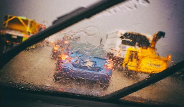 """Toyota предлагает использовать """"дворники"""" умных автомобилей как метеозонды"""