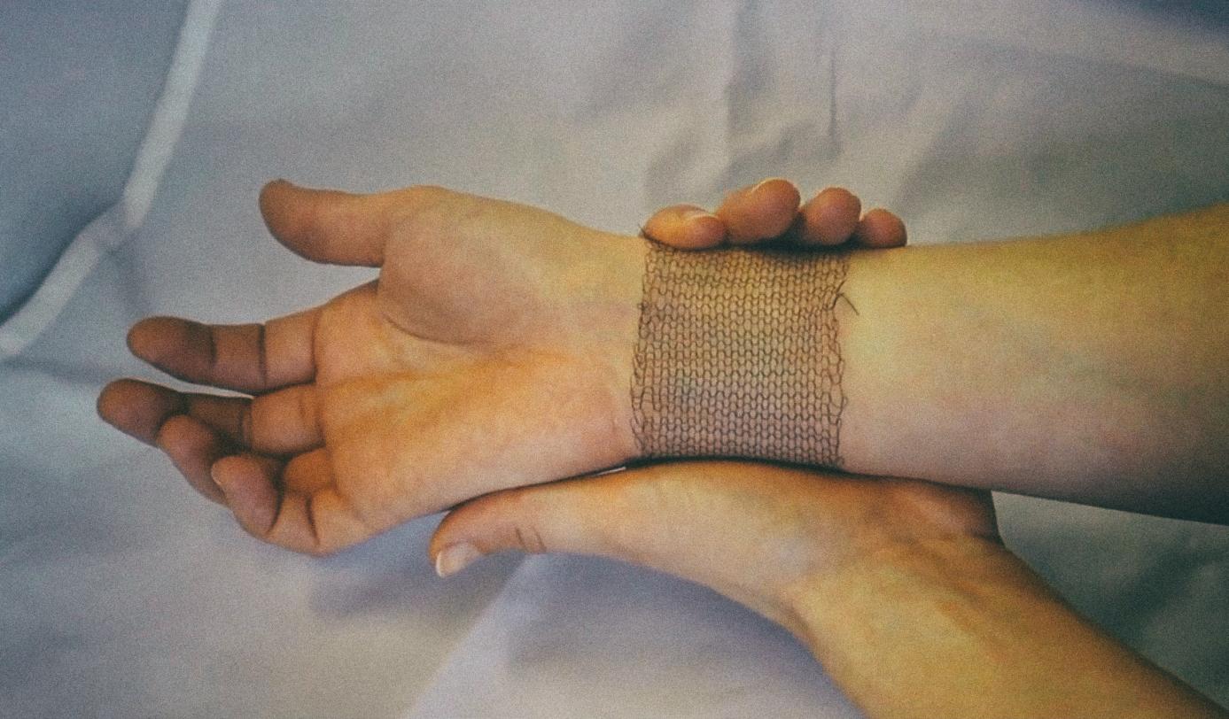 Создана ткань, которая меняет форму под воздействием тепла тела человека